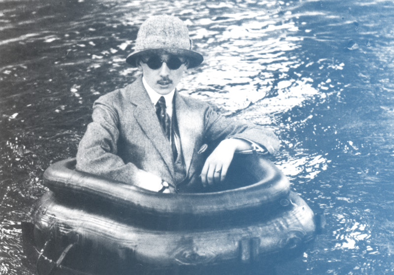 128-Lartigue-Jaques-man-water.png